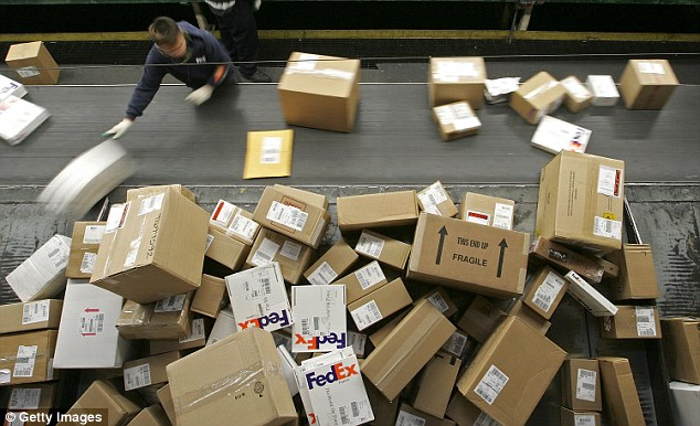 TONY HETHERINGTON  More customers hit by rogue fees in FedEx farce     Piling up  FedEx adds its own charges to Customs  fees for items sent from