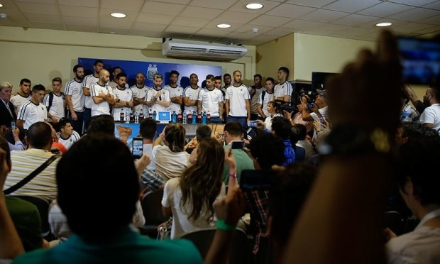 Argentina Captain Lionel Messi with 26-men squad announcing boycott of press.─AP