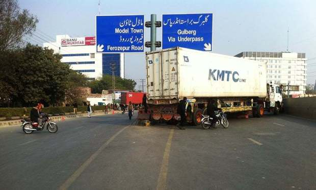 A container blocks off an underpass to Gulberg. ─ Photo by author.