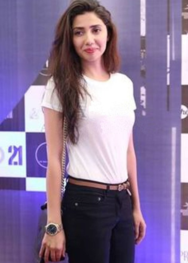 Mahira Khan in a simple tucked-in white tee and belt. Photo: All Pakistan Drama Page