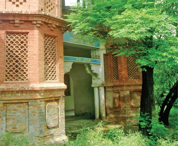 Built in the colonial style, the mystic front of the Aariya High School (now computer science department of Government Postgraduate College Chakwal) is crumbling due to the negligence of the higher education department. This historic building still can be preserved if the provincial government takes initiative.