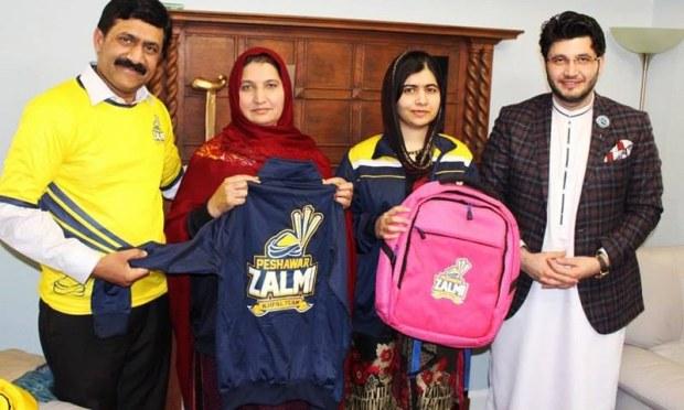 The family with Peshawar Zalmi's owner Javed Afridi — Peshawar Zalmi Media