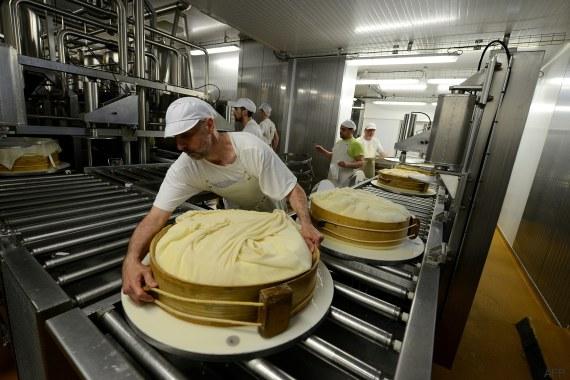 Ces agriculteurs créent de l'électricité avec du fromage (à la barbe des grands groupes)