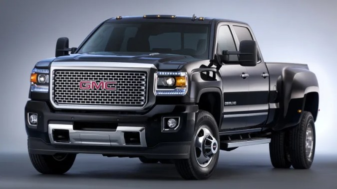 The 2015 GMC Sierra HD Is Basically A Freight Train You Can Drive FACT  Your truck is a pussy compared to the 2015 GMC Sierra HD  Not only  does the heavy duty version of the new Sierra look like a freight train  capable of