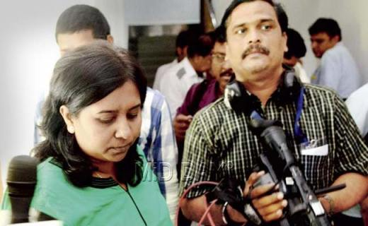 Temple Organisers Tell TV Journalist to Vacate Front Seat as She is Woman