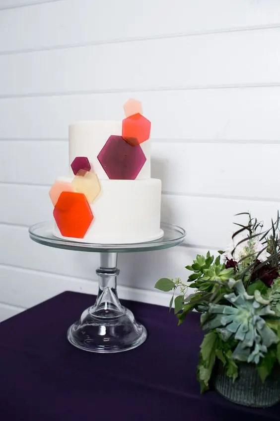 bold geometric cake detailing