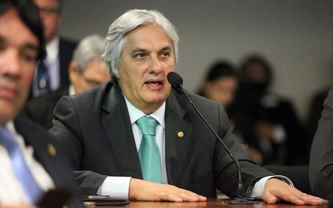 Delcídio Amaral segue no radar dos investigadores como possível vínculo do esquema na Petrobras com a gestão tucana