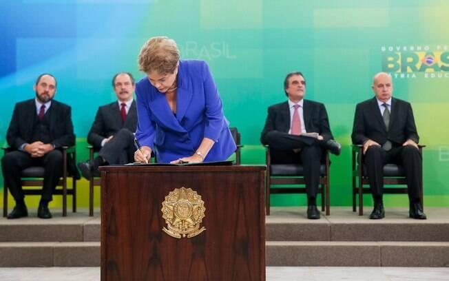 Quem estuda corrupção deu risada do pacote de Dilma, diz pesquisadora