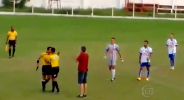 Unbelievable: Referee in Brazil pulls out a gun during a match (Video)