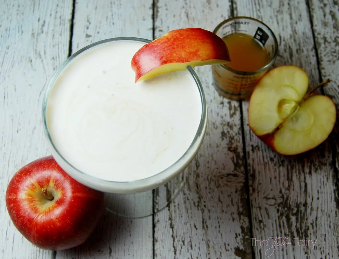 Whipped Apple cocktail | The TipToe Fairy #cocktailrecipes #applerecipes #whippedapple #drinkrecipes