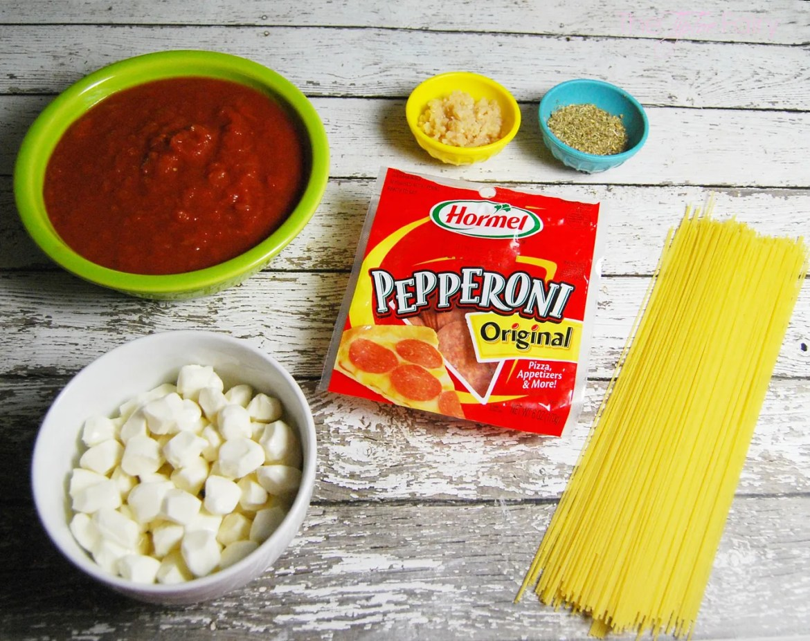 One Pot Pizza Pasta with Hormel Pepperoni. A super easy weeknight meal recipe when you're too busy to make dinner! | The TipToe Fairy #PepItUp #ad #pasta