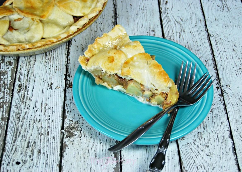 Cream Cheese & Dulce de Leche Apple Pie | The TipToe Fairy #applepie #pierecipes #dulcedeleche