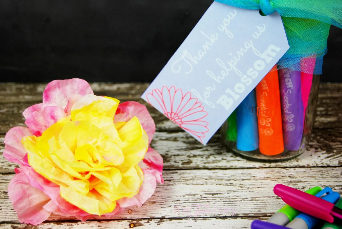 Coffee Filter Flower Pen Bouquet | The TipToe Fairy #InspireStudents #TeachersChangeLives #pmedia #ad #tutorial #teachergifts #crafts