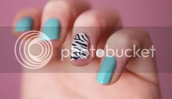 nail art zebra