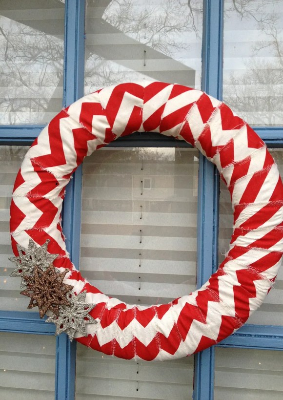 Festive Front Doors: DIY Wreath