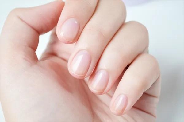 Hoe kom je van die witte vlekjes in je nagels af by aranka een lifestyle food en - Hoe kleed je een witte muur ...