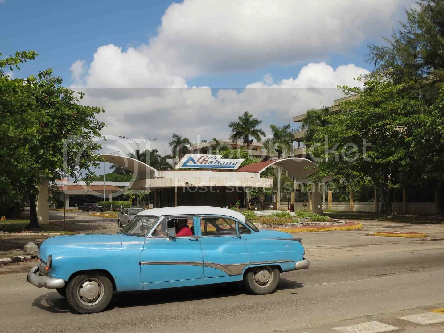 Club Habana sign and old car