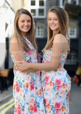 Kembar Identik yang Cantik