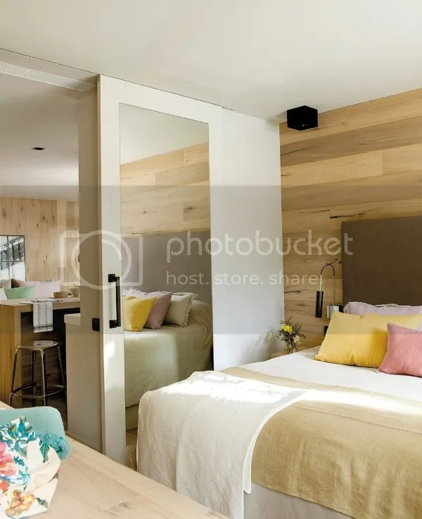 600_sq_ft_apartment_bedroom