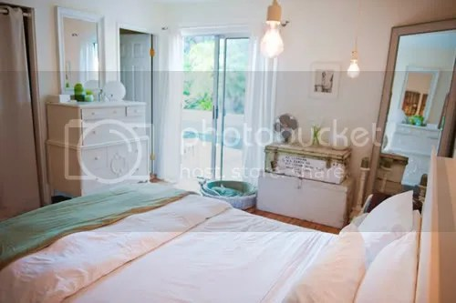 Budget Bedroom in Fresh Green and White