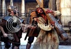 Yesus yang dihinakan dan disiksa sebelum disalib. Sebuah gambaran dalam film.