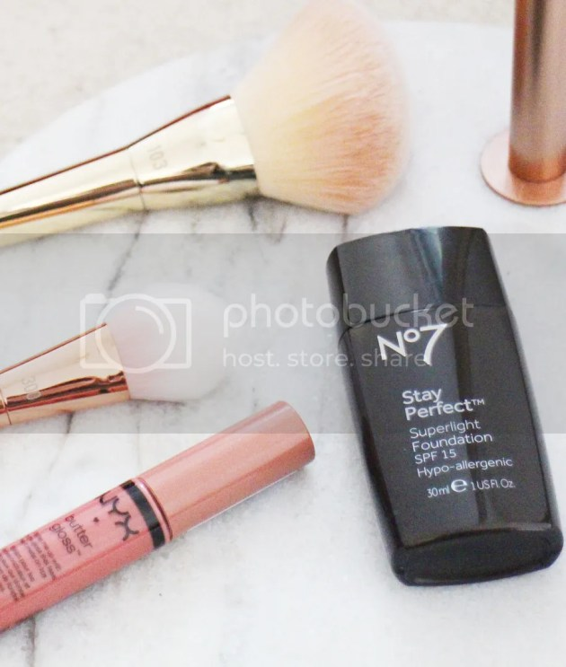 photo No7 Stay Perfect Superlight Foundation 5_zpsf6vkizch.jpg