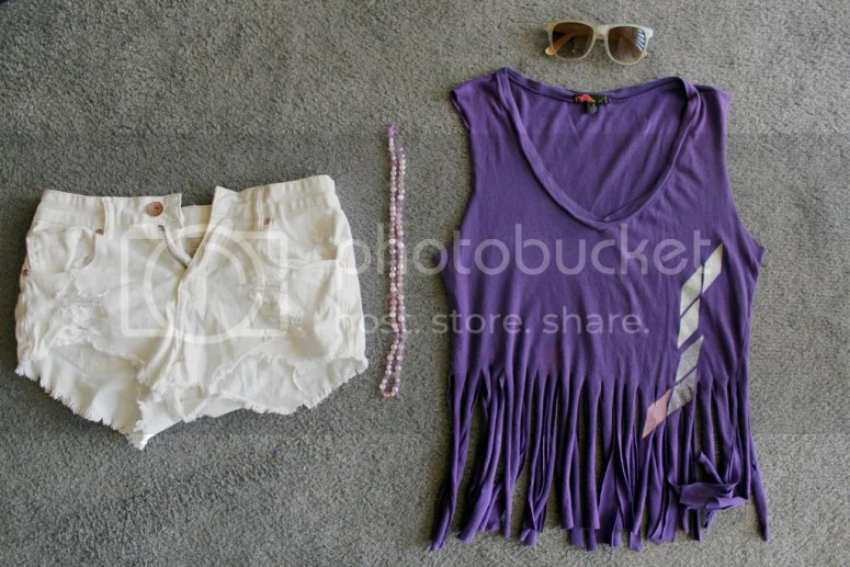 Summer means one thing to me - the beach! What better way to use the power of the Silhouette than to make a DIY Fringe Beach Cover-Up? Read this how-to!