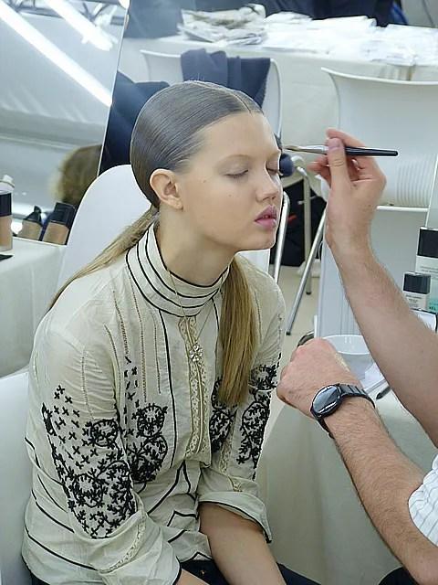 Lindsey Wixson backstage at Chanel spring summer 2011
