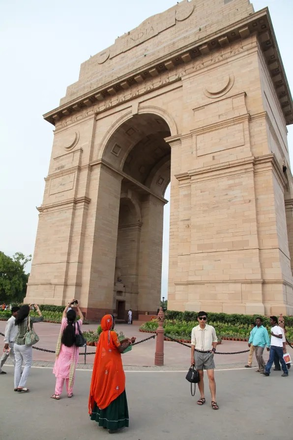 Woman harassing Bryanboy at India Gate, New Delhi