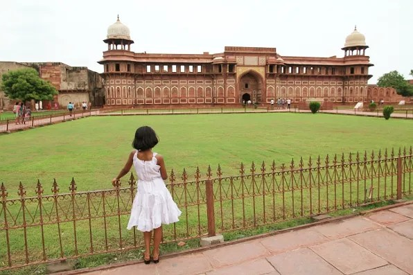 Little girl looking at Janhangiri Mahal, Agra Fort