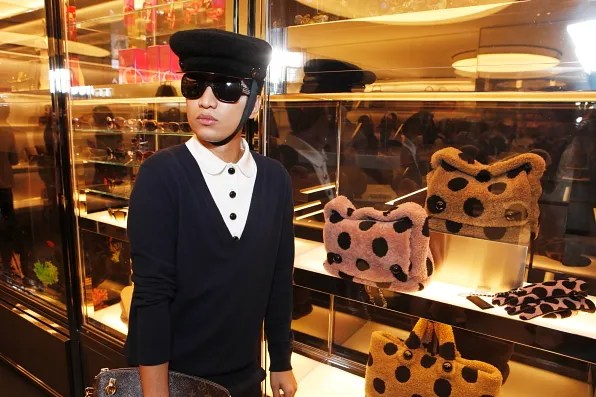 Bryanboy looking at Marc Jacobs fall winter 2011 shearling bags