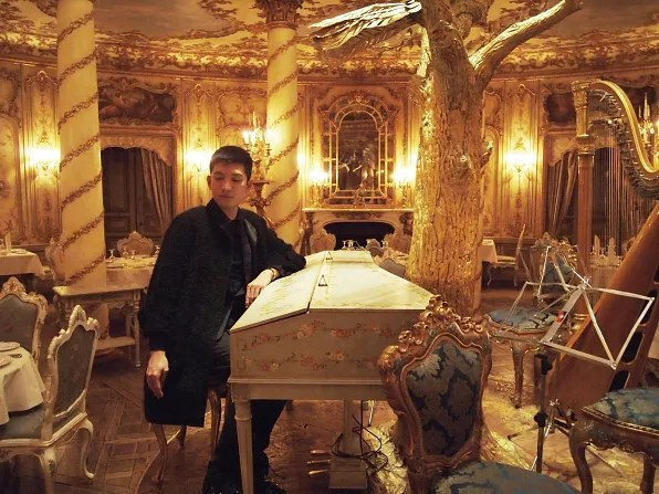 Bryanboy posing near the piano centerpiece of Tvrandot restaurant, Moscow