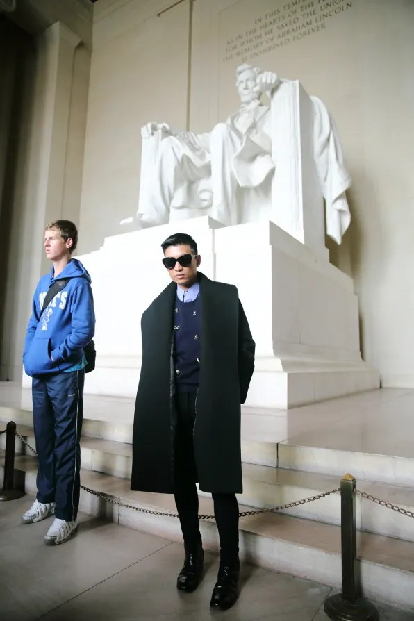 Bryanboy photobombed by a tourist at the Lincoln Memorial