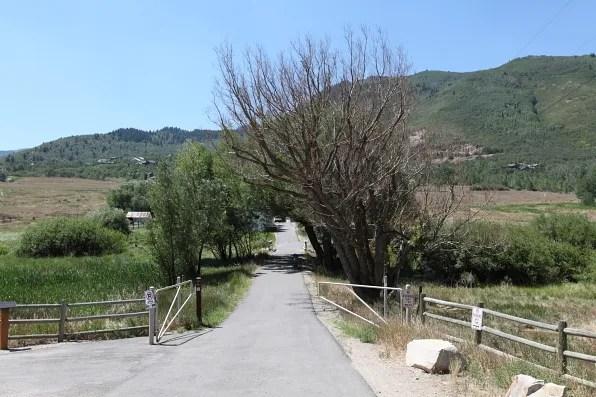 Driveway entrance to a barnhouse