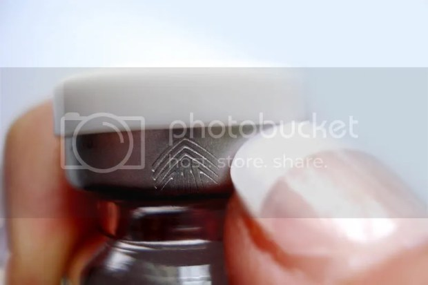 How to open a contact lens bottle