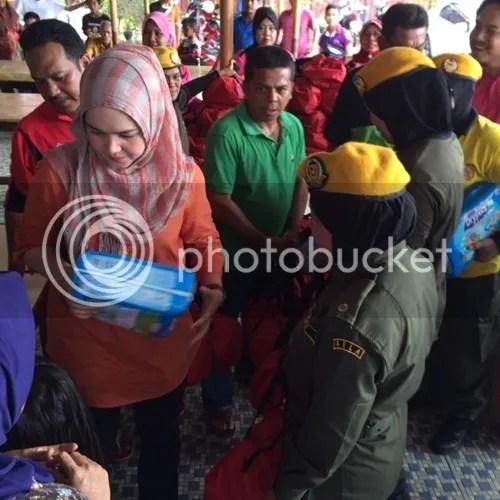 siti nurhaliza bantu mangsa banjir