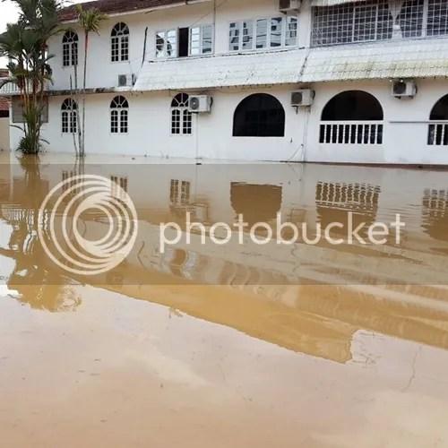 neelofa banjir