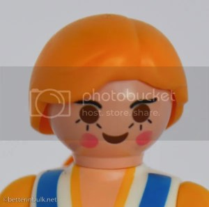 zoomed in Playmobil doll at ISO 100