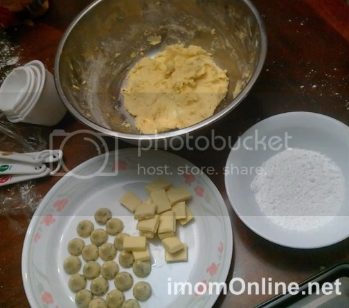 Christmas cookie recipe - cookie dough and chocolate filling