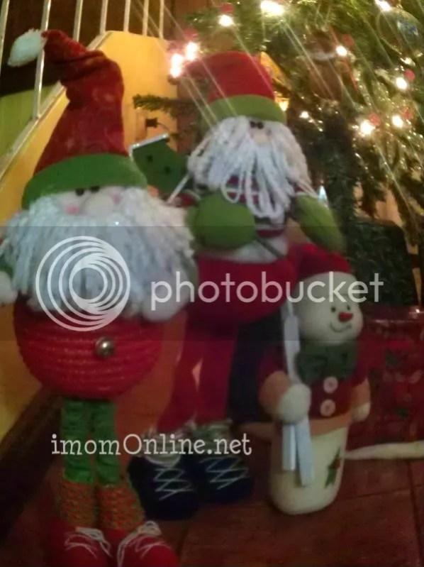 christmas decor ideas stuffed santas and snowman