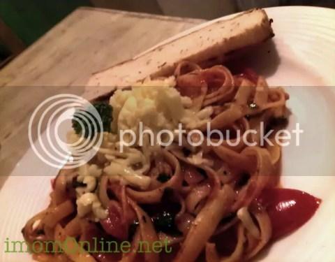 Nomnomnom Happy Food vegetarian restaurant tomato pasta