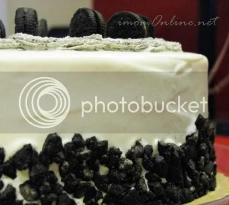 oreo cookies & cream cake Red Ribbon