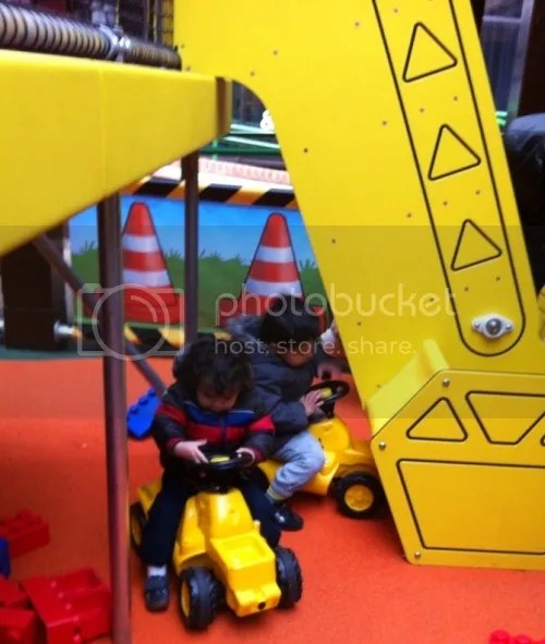 construction play at the look out bracknell