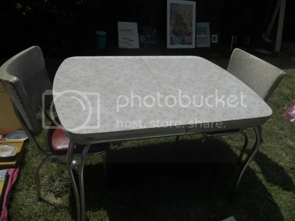 5K75J65M93E53Ge3N1c8q43a05a5f3e091e72 1 The Perfect Vintage Table