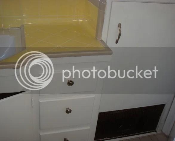 yellowandtanbathroomcounter Vintage Tile Scrapbook
