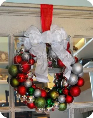 http://i1.wp.com/i88.photobucket.com/albums/k190/tidymom/my%20blog%20stuff/House/ornamentballwreath.jpg?resize=316%2C400