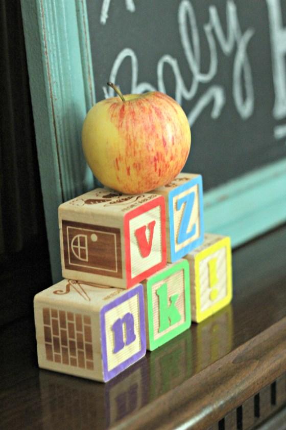 apple-alphabet-blocks