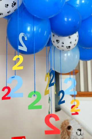 blue-balloon-garland