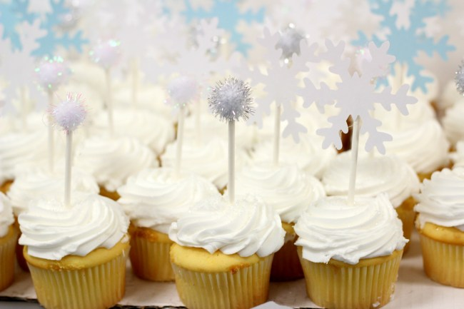 winter-snowflake-cupcakes