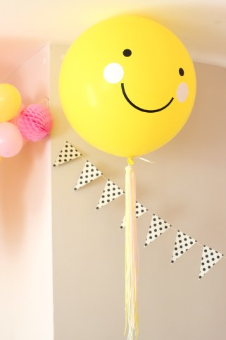 yellow smiley face balloon
